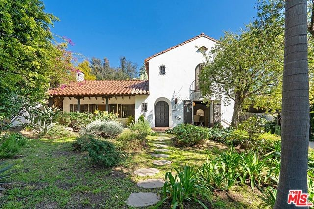 1842 OUTPOST Drive, Los Angeles, CA 90068