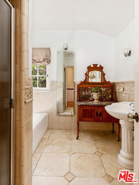 301 N Story Place, Alhambra CA: https://media.crmls.org/mediaz/06DA280B-A788-499B-9BE9-D2702377CDCB.jpg