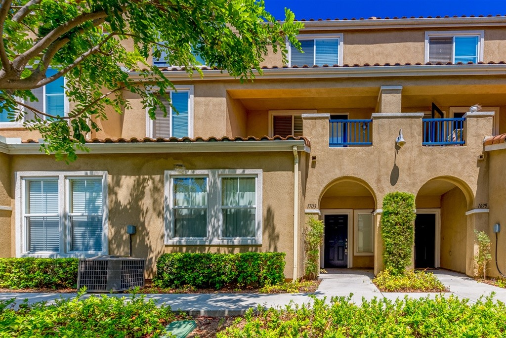 Beautiful well appointed town home in highly desirable neighborhood of Riviera Del Sol. Just 25 minutes to downtown. Close to shopping, movies and more. Just 15 minutes from the beach ! Neighborhoods: Otay Mesa Other Fees: 0 Sewer:  Sewer Connected