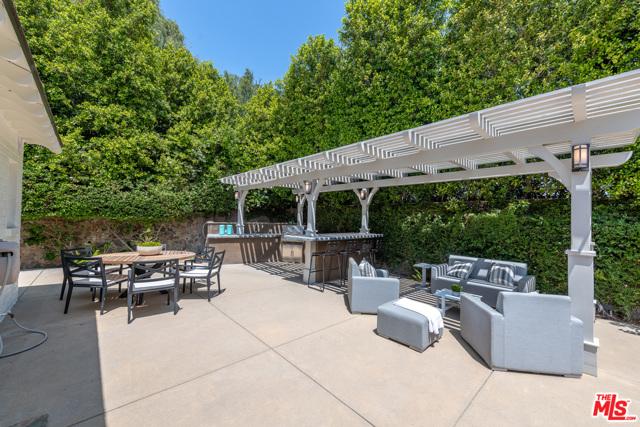 48. 16633 Oak View Drive Encino, CA 91436