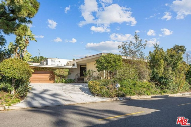 2050 W Westridge Rd, Los Angeles, CA 90049