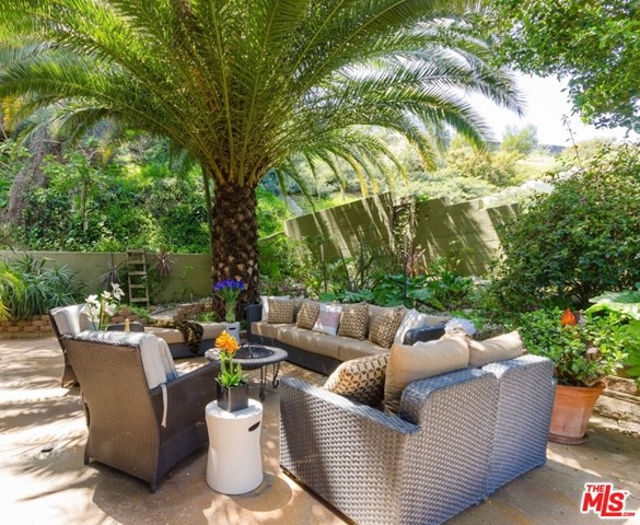 8100 MULHOLLAND Terrace Los Angeles, CA 90046