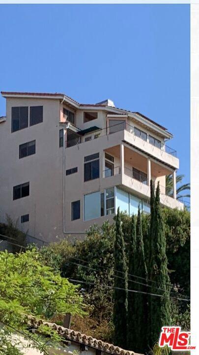 7866 Fareholm Dr, Los Angeles, CA 90046