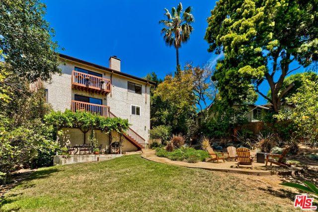 25. 2750 Medlow Avenue Los Angeles, CA 90065
