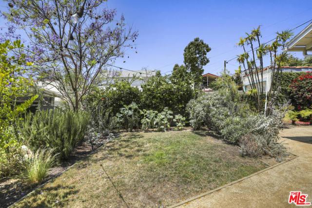 40. 4209 Clayton Avenue Los Angeles, CA 90027