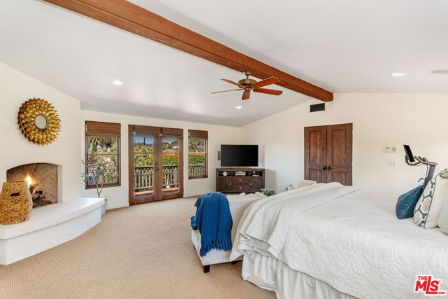 34. 453 Via Media Palos Verdes Estates, CA 90274
