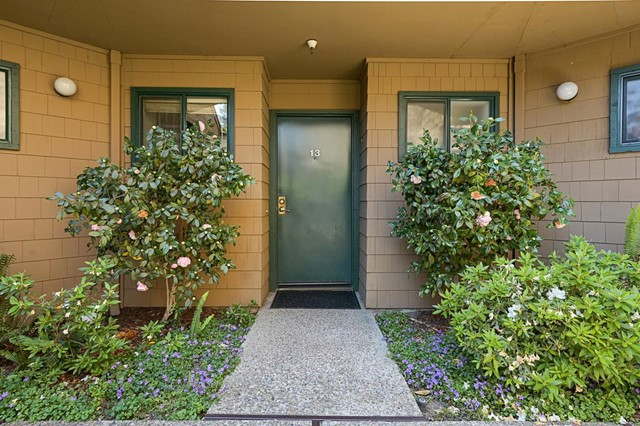 25. 13 Pelican Lane Redwood City, CA 94065