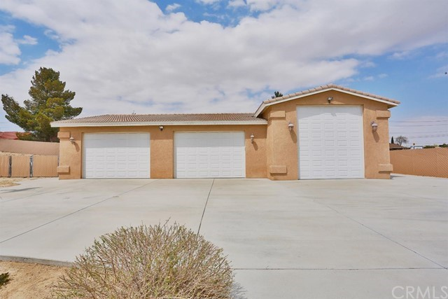 19420 Red Feather Road, Apple Valley, CA 92307
