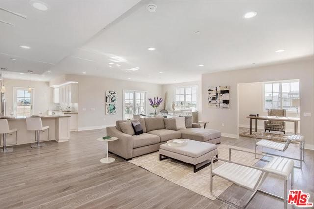 313 S REEVES Drive 301, Beverly Hills, CA 90212