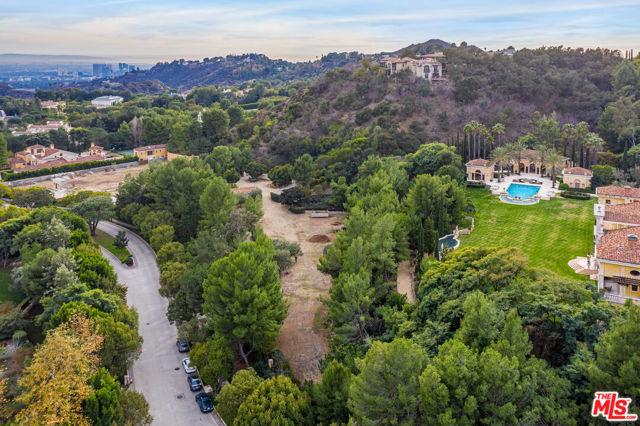 64 Beverly Park, Beverly Hills CA: https://media.crmls.org/mediaz/0E344A3F-FC83-48D8-9BE9-1EA32B15C07A.jpg