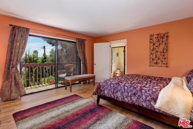 16. 2750 Medlow Avenue Los Angeles, CA 90065