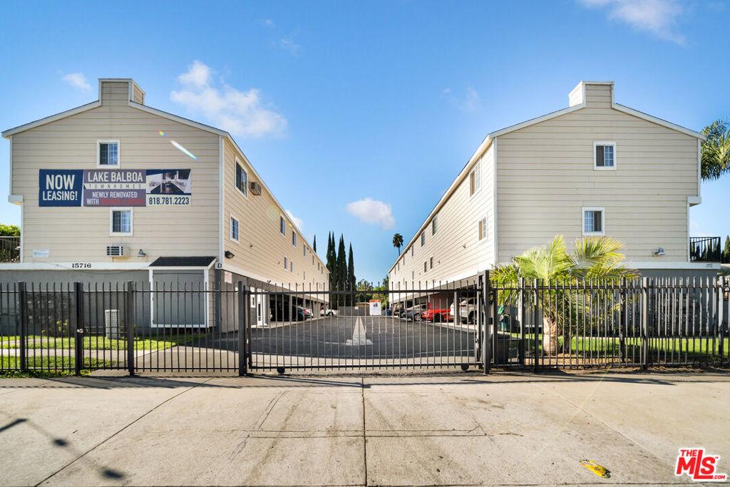 Photo of 15716 Saticoy Street, Van Nuys, CA 91406