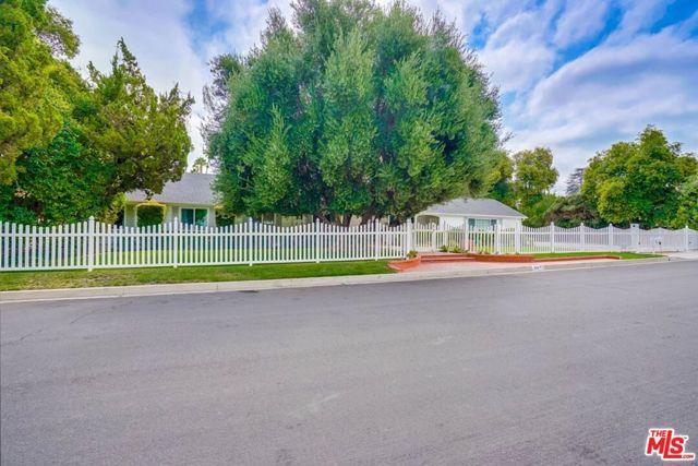Photo of 5212 Lubao Avenue, Woodland Hills, CA 91364
