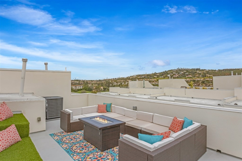 Sunlight, breezes, and private outdoor space - you can find it all at this gorgeous coastal chic townhouse that is nearly new. SoCal indoor/outdoor living with designer details ina modern architectural setting, this stunning END UNIT multi-level home exudes sophistication w/clean lines & naturallighting. Panoramic views of the Omni La Costa Golf Course from the spacious rooftop deck PLUS a huge patio off the living room make this one extra special. Top rated Encinitas Union & San Dieguito schools too!  Luxe features: Quartz counter tops, custom cabinetry, Kitchen Aid appliances, tankless water heater, exquisite lighting, fireplace & A/C..  Neighborhoods: La Costa Golf Course Equipment: Garage Door Opener, Vacuum/Central Other Fees: 0 Sewer:  Sewer Connected