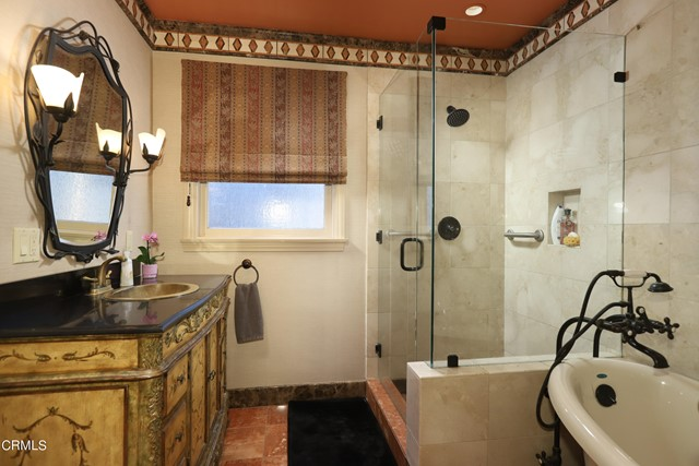 41Hall Bathroom