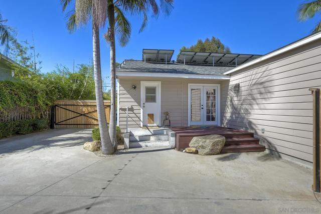 950 Eucalyptus Ave, Vista CA: https://media.crmls.org/mediaz/0f37816b-2ea0-4def-8fec-13fd26982630.jpg