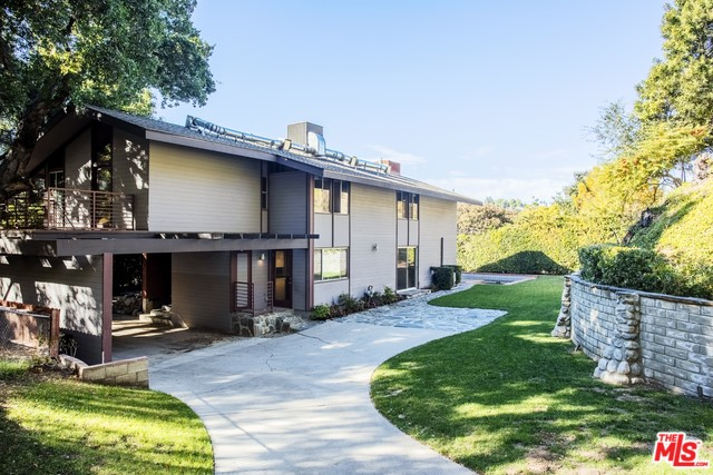 3814 ROYAL WOODS Drive, Sherman Oaks, CA 91403