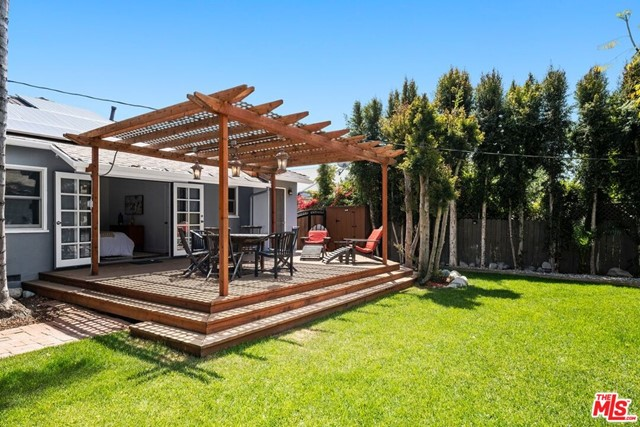 28. 745 N Poinsettia Place Los Angeles, CA 90046