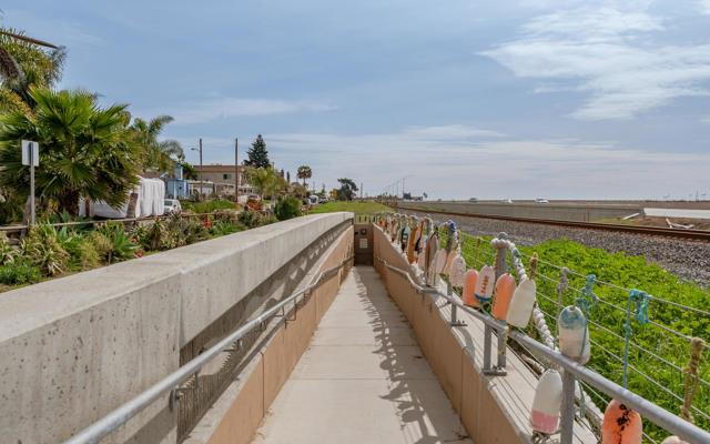 026_25-Walk to La Conchita Beach