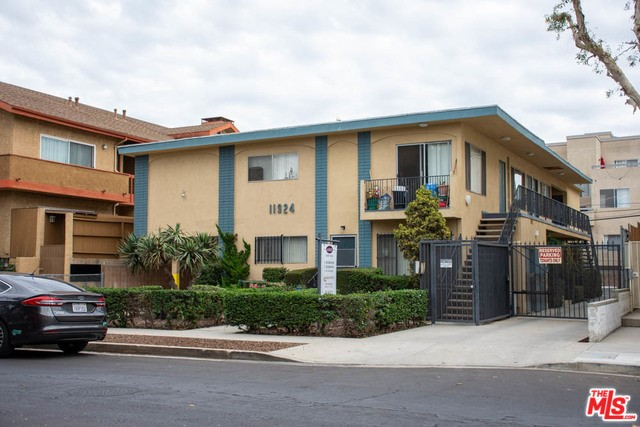11924 AVON Way, Los Angeles, CA 90066
