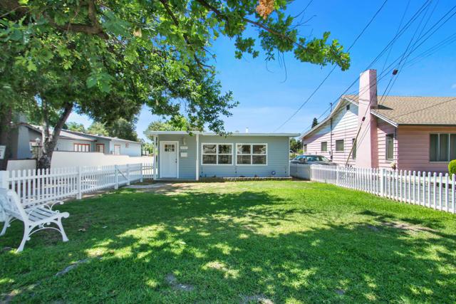 340 Ventura St, Altadena, CA 91001