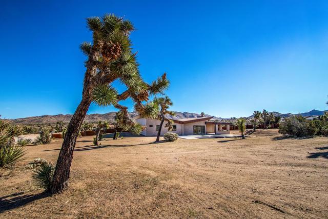 9220 Hermosa Avenue, Yucca Valley, CA 92284