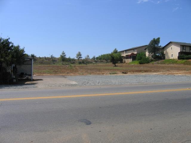 2060 E Vista Way, Vista, CA 92084