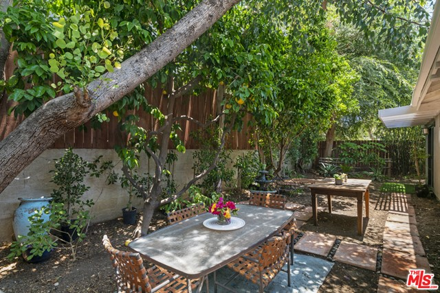 33. 1/2 Mammoth Avenue Sherman Oaks, CA 91423