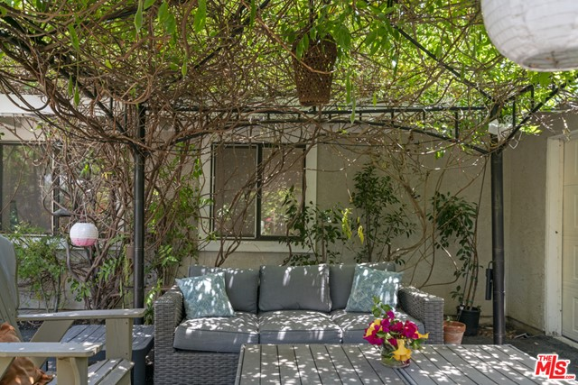 12. 1/2 Mammoth Avenue Sherman Oaks, CA 91423