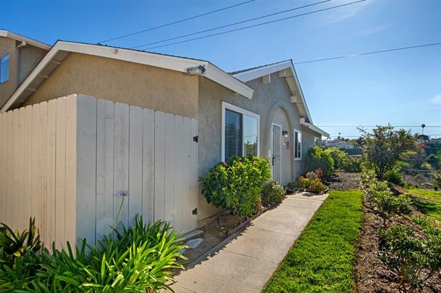 7867 Camino Glorita St, San Diego, CA 92122