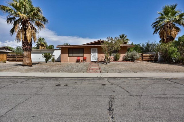 2460 N Avenida Caballeros, Palm Springs, CA 92262