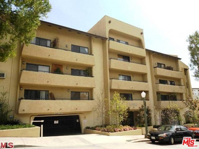 Fantastic condo for lease located in the heart of Westwood, an ultra charming pied-a-terre that features new carpet, stainless steel appliances, a designer finished bathroom and granite counter tops. The building features, an outdoor pool with a BBQ area, a gym, a residents lounge equipped with a flat screen TV and a pool table. This unit is a must-see for investors, UCLA professionals, or others looking for an opportunity to own in a great building in UCLA/Westwood area. This amazing unit is located walking distance to UCLA, the medical center and all the great shops and restaurants in the area. Live the Westwood lifestyle at its finest!!