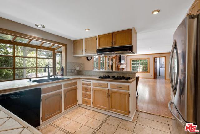 8. 4420 Da Vinci Avenue Woodland Hills, CA 91364