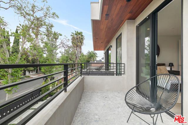 41. 716 N Fuller Avenue Los Angeles, CA 90046