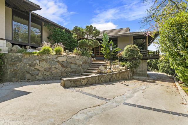 3118 E Villa Knolls Drive, Pasadena, CA 91107