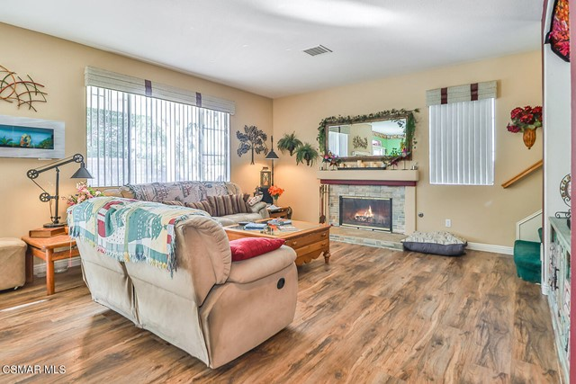14. 215 Southcrest Place Simi Valley, CA 93065