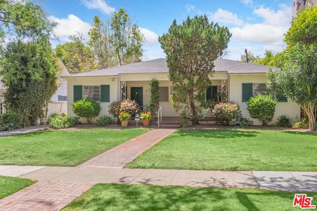Build the home of your dreams in prime Santa Monica. Nestled on the west side of a beautiful tree-lined street. Great 8,949 sqft lot in Gillette Regent Square. Property offers endless possibilities.  Franklin School district. Fabulous location. Short Distance to Montana Ave with markets, shopping & restaurants. All offers to be reviewed on 4/26/21. UCLA Foundation Disclaimer must be agreed to and accompany offer.
