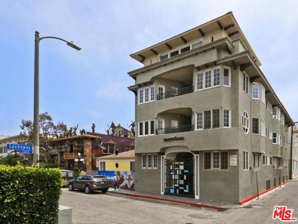 Photo of 14 Westminster Avenue, Venice, CA 90291