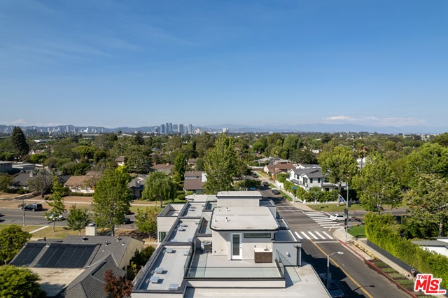 32. 3277 S Barrington Avenue Los Angeles, CA 90066