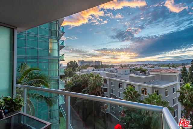 13700 Marina Pointe Dr, Marina del Rey, CA 90292 Photo