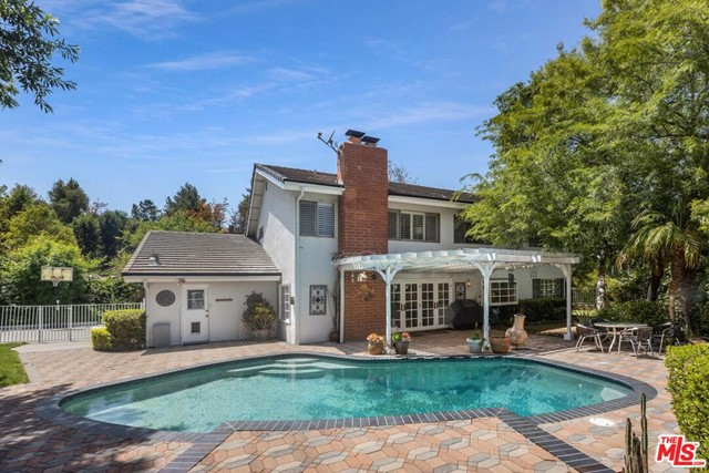 29. 4420 Da Vinci Avenue Woodland Hills, CA 91364