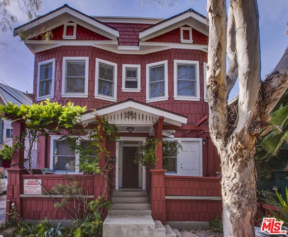 Bright and spacious 1 BD+1BA unit in Craftsman 4-plex on Venice walk-street. Only 1 BLK to the beach, Main Street & Abbot Kinney Blvd. Features include beautifully up dated unit with own front porch, hardwood floors, original craftsman details and west facing windows. Great kitchen complete with stove/oven & refrigerator. Laundry room with 2 washers, 2 dryers. (no coins needed). Available furnished or unfurnished, furnished price upon request. Parking available, ask for details.