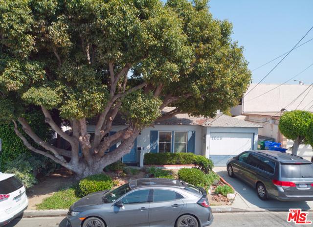 1029 11th Street, Manhattan Beach, California 90266, 3 Bedrooms Bedrooms, ,1 BathroomBathrooms,For Sale,11th,20627302
