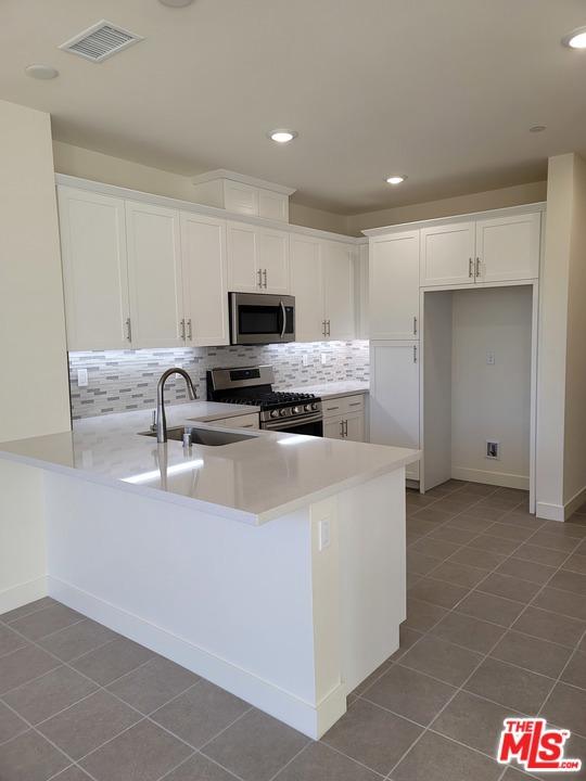 330 Via Amor, Fullerton, California 92832, 3 Bedrooms Bedrooms, ,2 BathroomsBathrooms,Residential,For Rent,Via Amor,20664832