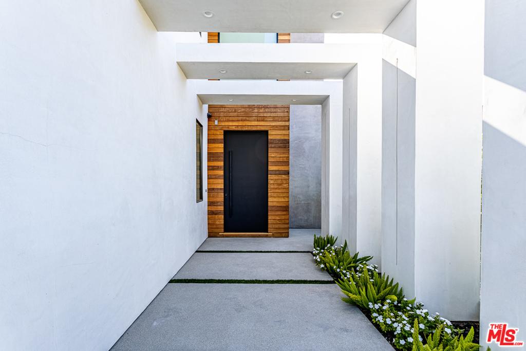 5316     Lennox Avenue, Sherman Oaks CA 91401