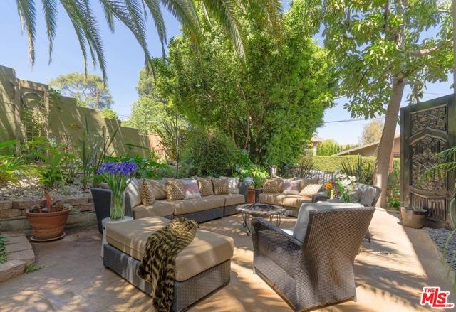 2. 8100 MULHOLLAND Terrace Los Angeles, CA 90046