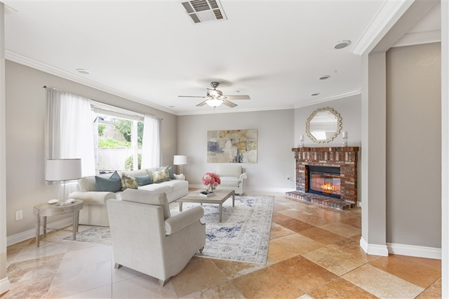1606 Carriage Circle, Vista, CA 92081