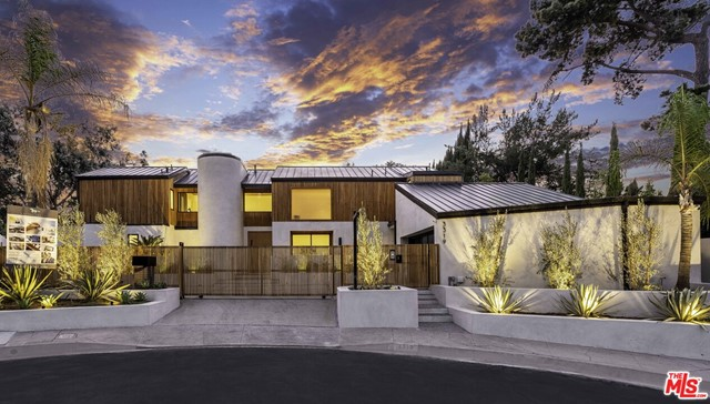 3319 Dona Lola Place, Studio City, CA 91604