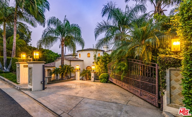 Photo of 540 Crestline Drive, Los Angeles, CA 90049