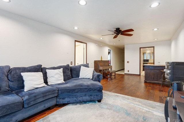 2514 Clairemont Drive 206, San Diego, CA 92117